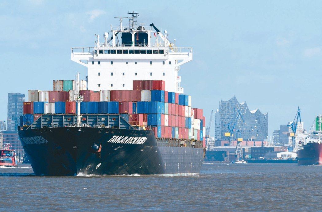 華爾街日報(WSJ)報導,上周取消的貨櫃航次已從上上周的45次銳增至212次,這...