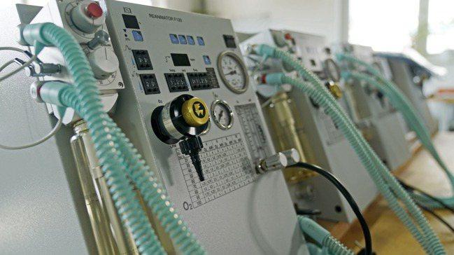 各國趕著製造呼吸器,希望更多新冠肺炎病患能獲得救治。圖/歐新社
