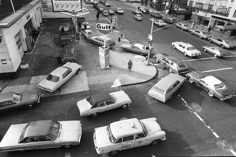 把交通問題拿來當作都市規劃問題的原因去解決,也仍然沒辦法解決都市規劃問題。圖為1973年紐約市的車輛。 圖/美聯社