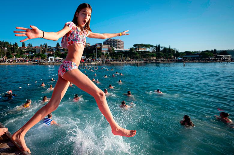 「預防溺水」只是游泳教育下的附加價值,重點在於培養小孩愛玩水的心。示意圖。 圖/法新社