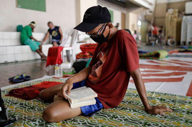 菲律賓民眾戴的口罩。路透