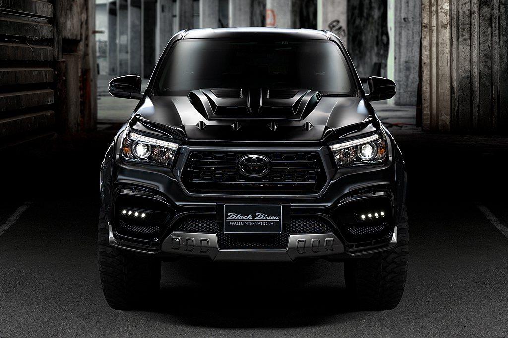 全球最熱賣中型皮卡車Toyota Hilux,日前由知名改裝廠推出新外觀套件。 ...