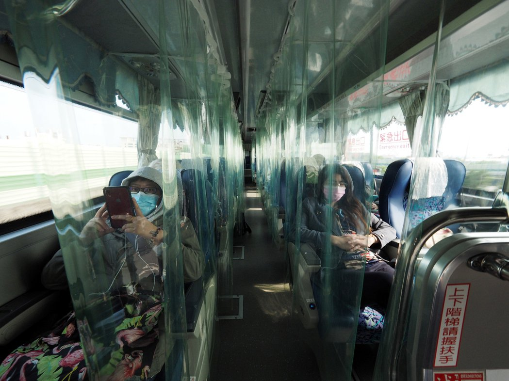 客運公司的防疫專車。 圖/歐新社