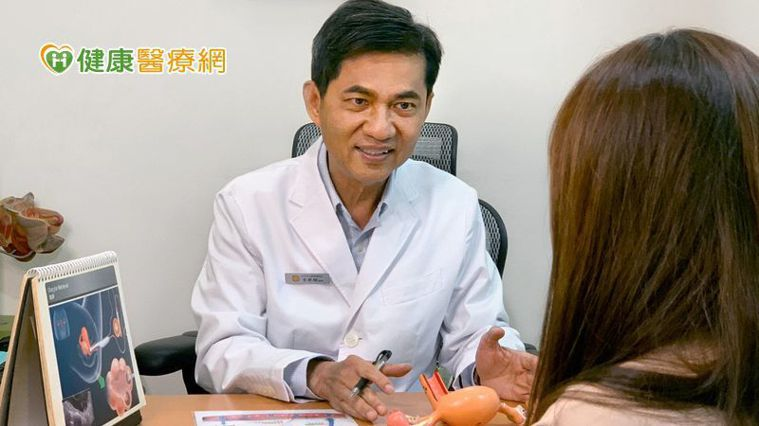李世明醫師表示,男性也會隨著年齡增長影響生育能力,常見現象包含性功能障礙及精蟲品...