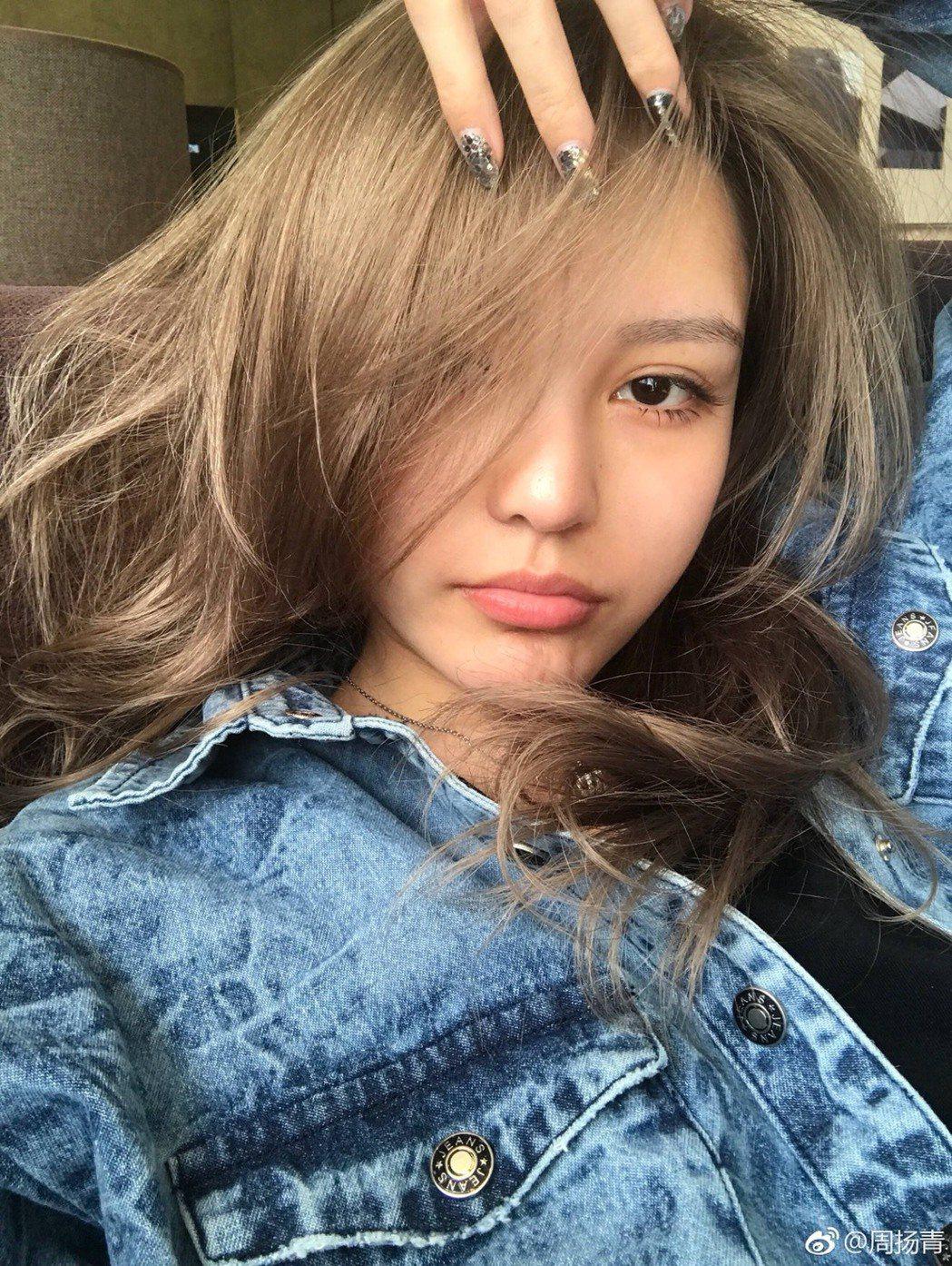 周揚青除了是小豬女友,也是大陸知名網紅。圖/摘自微博