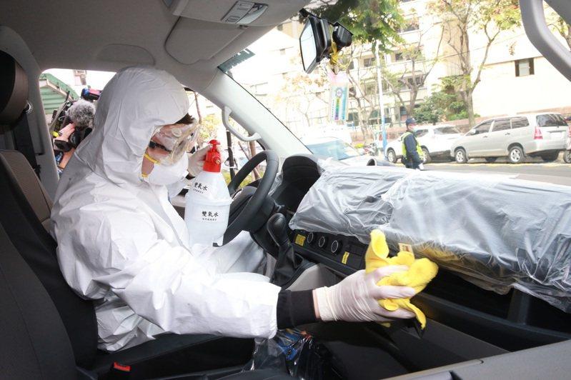 消防員工作權益促進會秘書長朱智宇擔憂,如果新冠肺炎爆發大流行,第一線消防人員防護裝備根本不夠用。圖/聯合報系資料照片