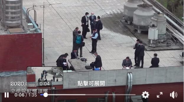 民眾黨立委蔡壁如說,她早上從辦公室看見紅樓頂樓,有好多穿深色西裝的人在那裏,第一時間疑惑,這是立法院在拍「無間道」電影嗎?圖/擷取自蔡壁如臉書