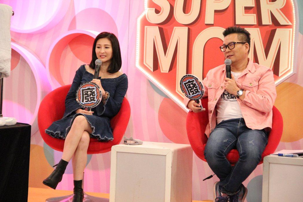 沈玉琳(左)和芽芽同台上年代MUCH「聽媽媽的話」。圖/年代提供
