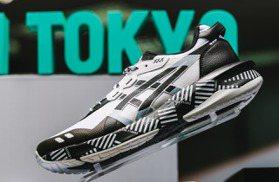 ASICS把東京印象化成鞋 夜景、渋谷十字街頭皆為靈感