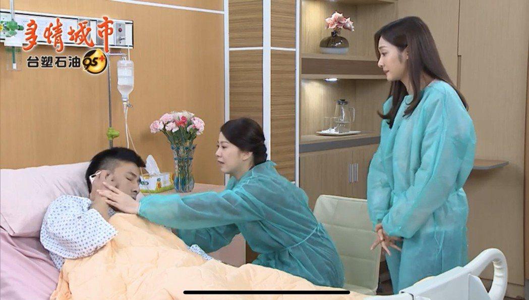 傅子純(左起)因白血病接受骨髓捐贈手術,廖苡喬、邱子芯醫院探病。圖/翻攝yout