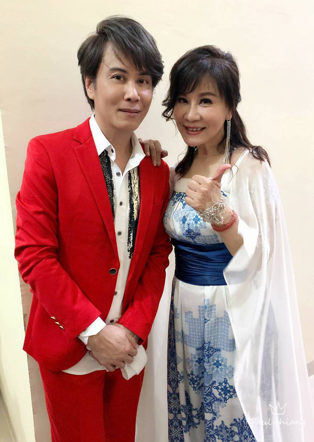龍千玉(右)跟弟弟江志豐常受邀至各地演出。圖/豪記唱片提供