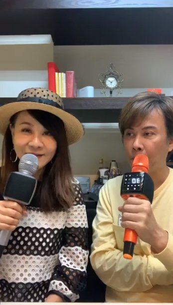 龍千玉(左)、江志豐頭一次同框開直播歡唱。圖/摘自臉書