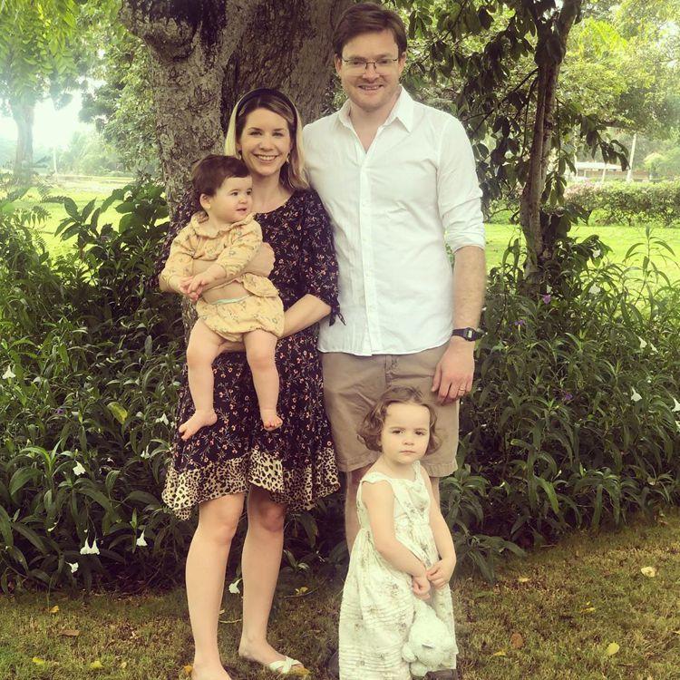 查理沙佛和妻子育有一對女兒,目前因感染新冠肺炎在家隔離中。圖/摘自Instagr...