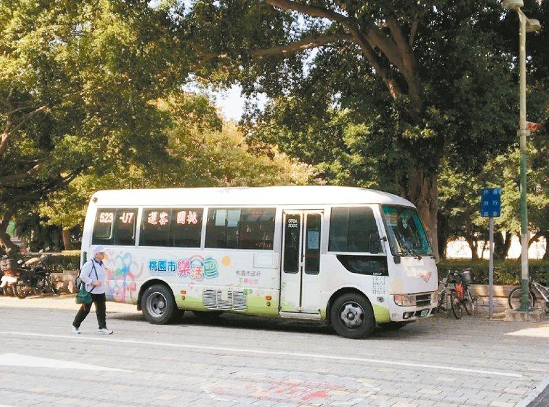 桃園市政府擬裁撤20條免費公車「樂活巴」路線。 圖/聯合報系資料照片