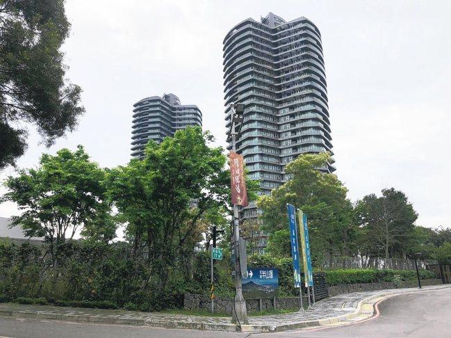 萬通台北頂樓29樓戶成交,每坪55.3萬,較先前最高價跌幅達23%。 圖/台灣房...