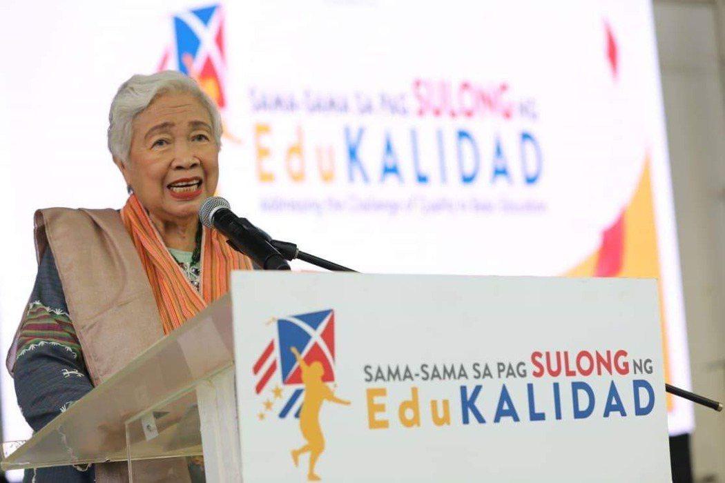 菲律賓教育部長布里歐尼斯(Leonor Briones)辦公室今天表示,她確診新...