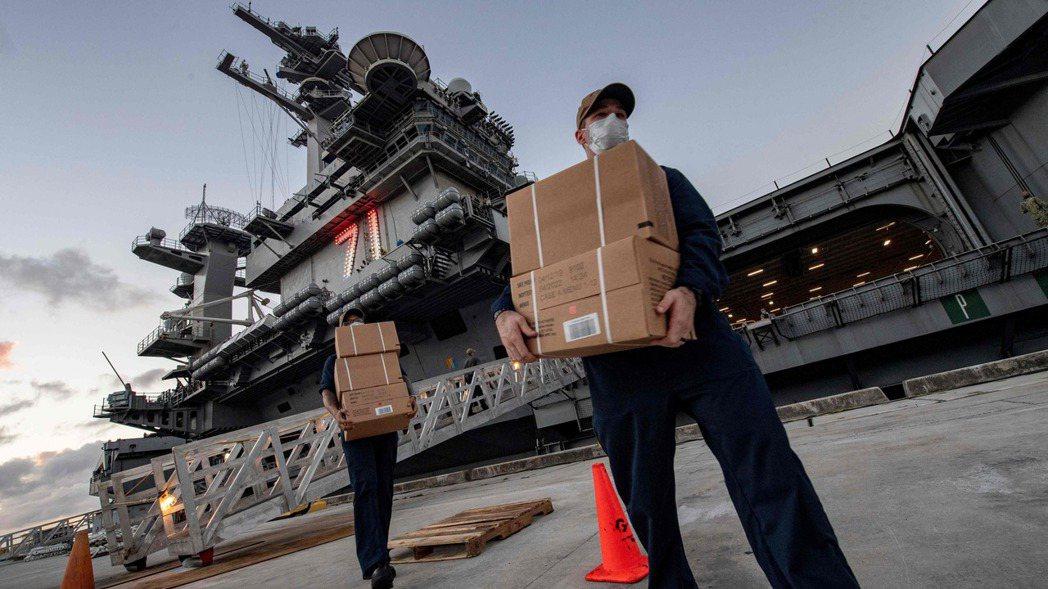美國國防部官員今天告訴美國有線電視新聞網(CNN),停泊在關島的羅斯福號航空母艦...