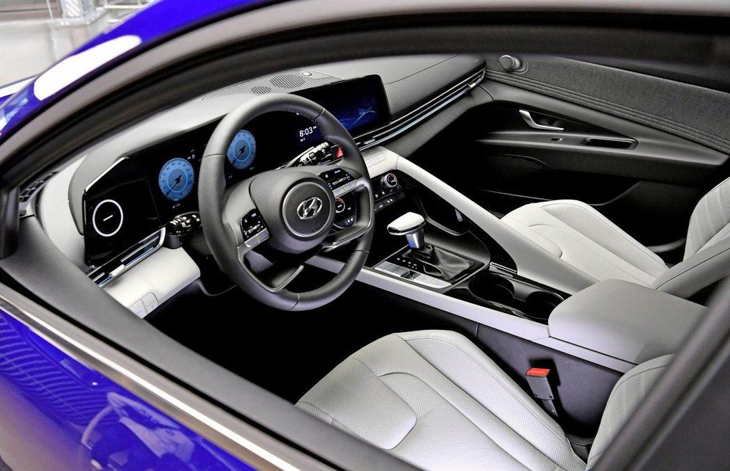 第七代Hyundai Elantra/Avante內裝。 摘自Hyundai
