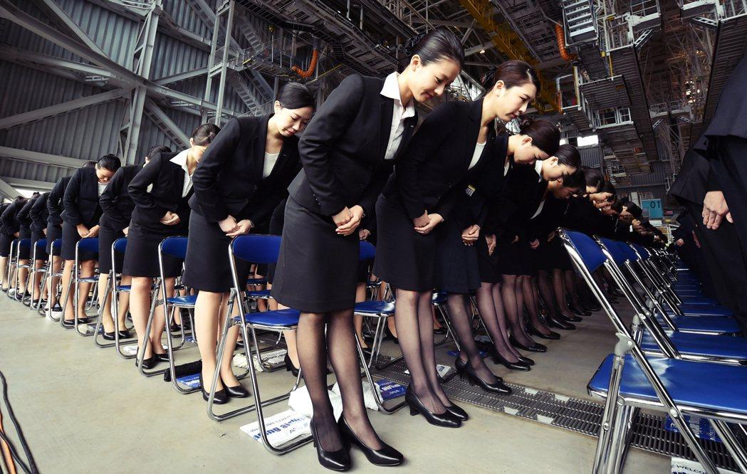 全日空(ANA)的CA新人就職。 圖/法新社