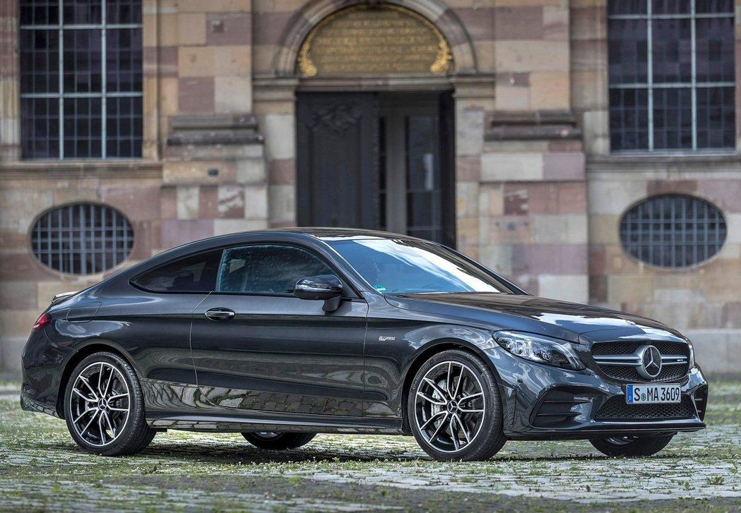 Mercedes-AMG C43 Coupe。 摘自Mercedes-AMG