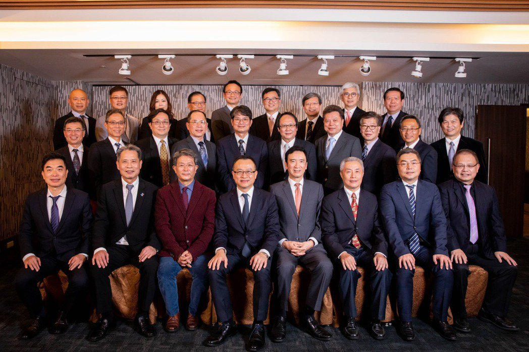 中華軟協理第15屆新任理監事合影。 協會/提供