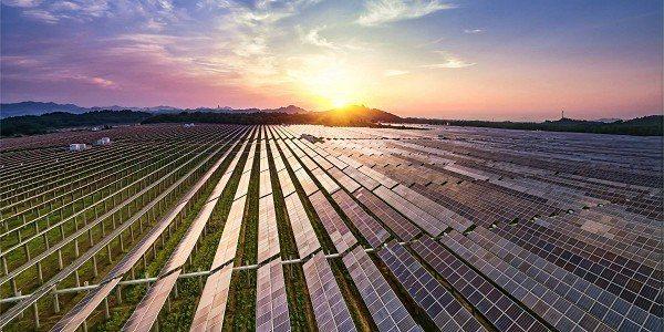 圖一 : 太陽能光伏發電產業正歷經急遽成長,全球有近8成的PV設備在過去五年間展開部署。