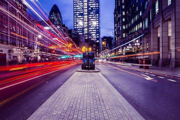 圖一 : 在5G三大技術特色「高頻寬」、「低延遲」與「大連結」之中,低延遲和大連結是對工業領域影響最大的兩項。