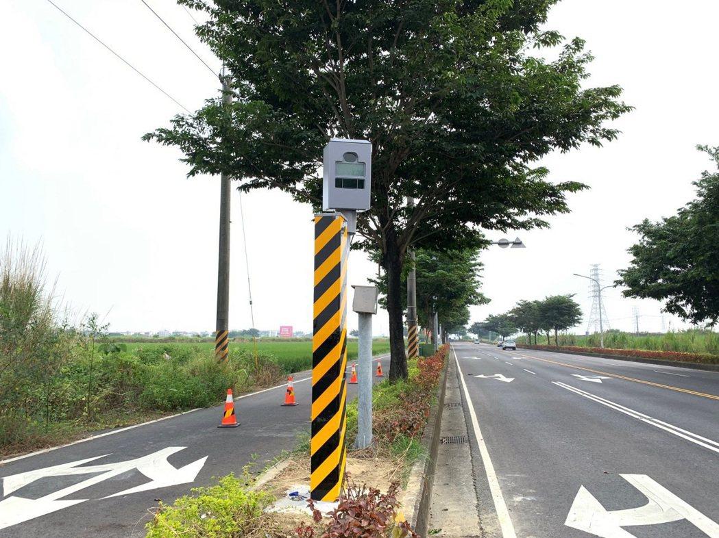 台南市柳營區長榮路4段2.8公里處測速照相桿,今年1至3月,共取締3424件違規...