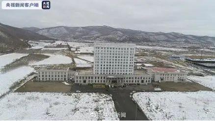 邊境口岸黑龍江綏芬河搶建方艙醫院。取自央視新聞