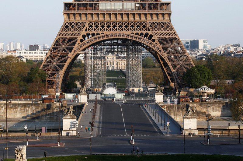 全球經濟急凍,圖為巴黎鐵塔附近行人寥寥可數。路透