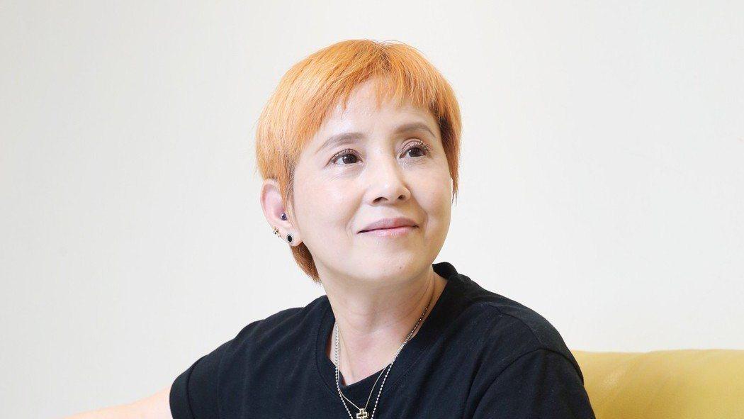 李明依甲狀腺癌入院 切除惡性瘤「我拆除蝴蝶結了」
