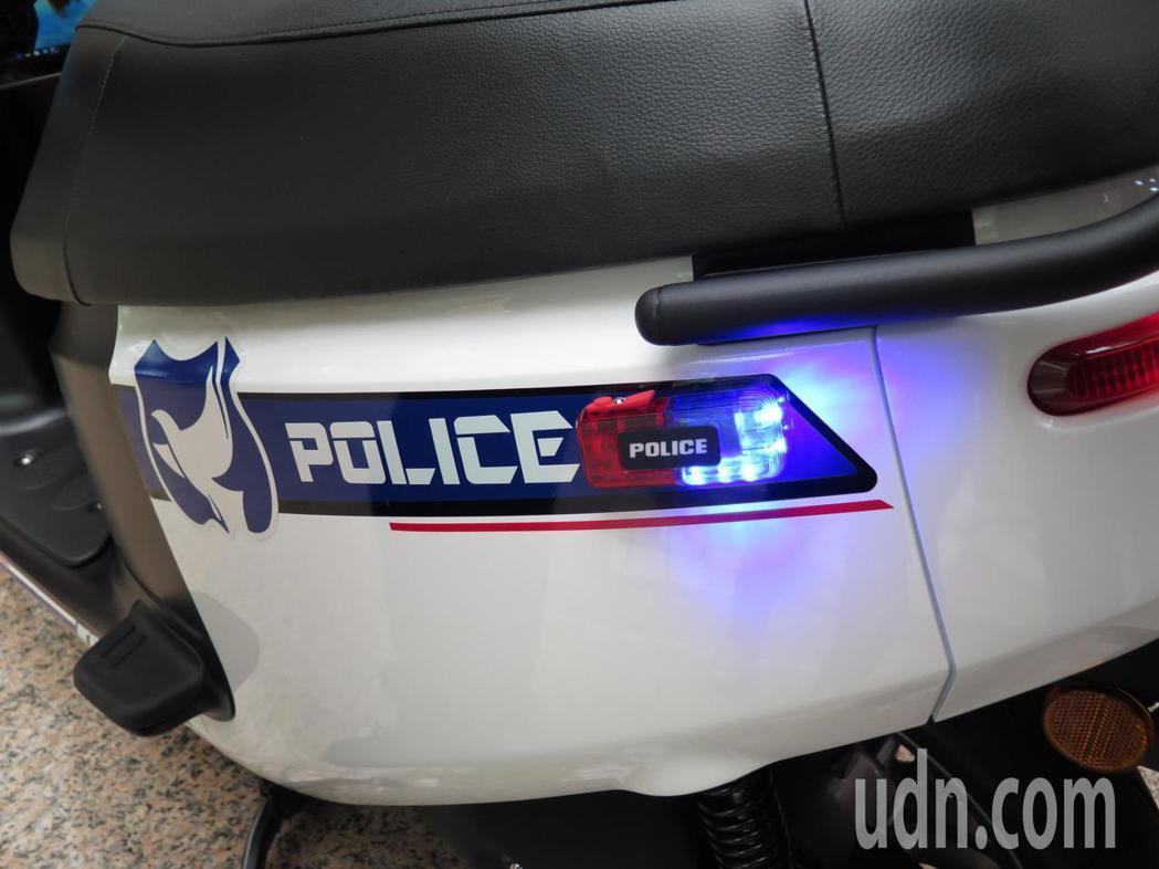 桃園市平鎮警分局在議員陳萬得捐助下,最新添購6輛gogoro3電動機車做為巡邏警...