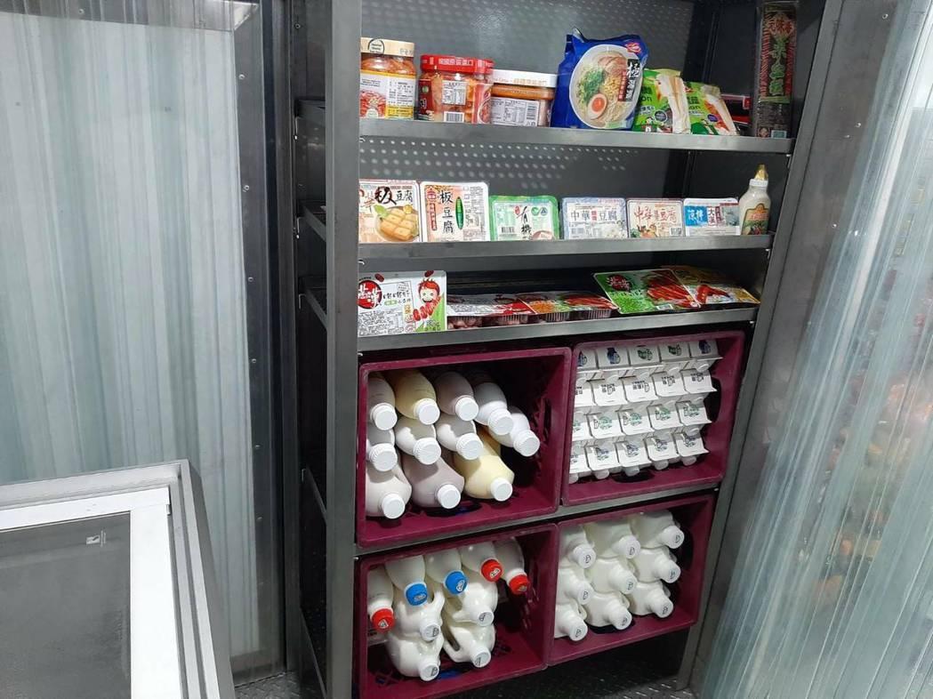 全聯「行動超市車」販售商品約有300至400項。 圖/全聯提供