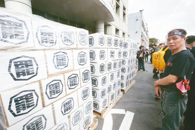 「罷韓」通過第二階段連署,韓陣營隨即出招反制,罷韓陣營將透過「輿論戰」,要深化韓國瑜逃避議會監督與違反罷免民主精神的形象,催出罷韓投票率。圖/聯合報系資料照片