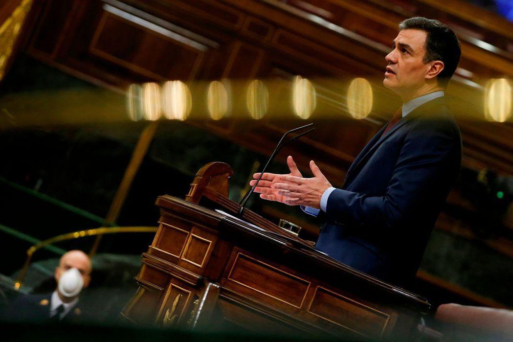 西班牙總理桑切斯9日在國會演說。法新社