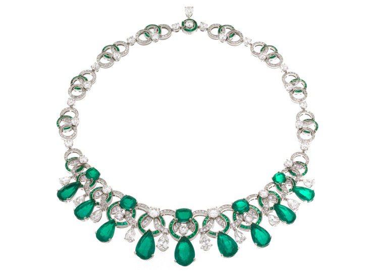 BVLGARI CINEMAGIA系列頂級祖母綠與鑽石項鍊,鉑金鑲嵌9顆梨形切割...