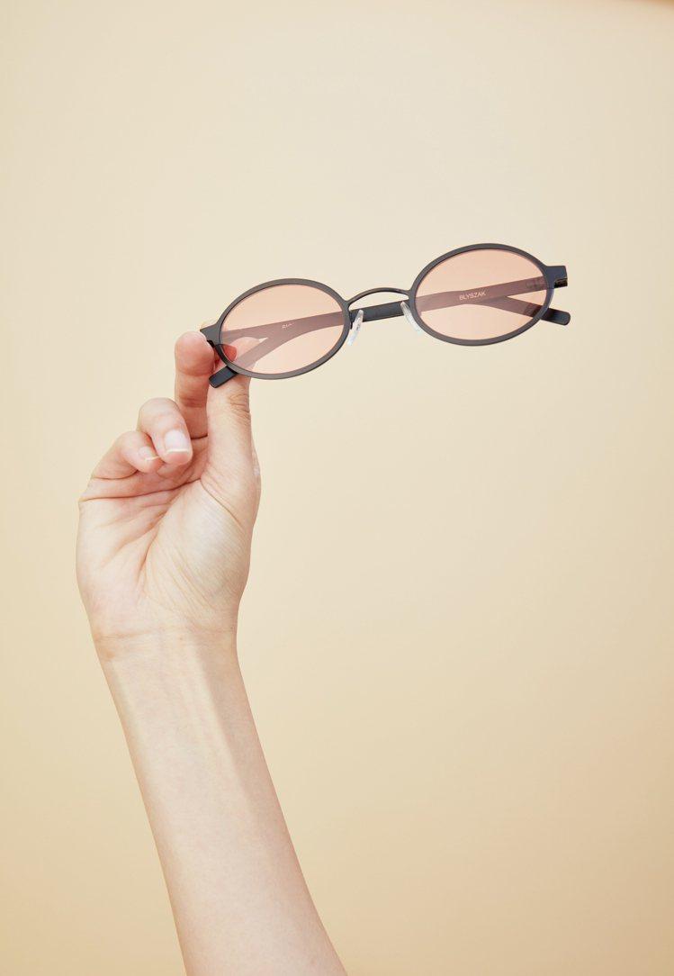 Off Duty與BLYSZAK聯名系列太陽眼鏡10,980元。圖/Artifa...