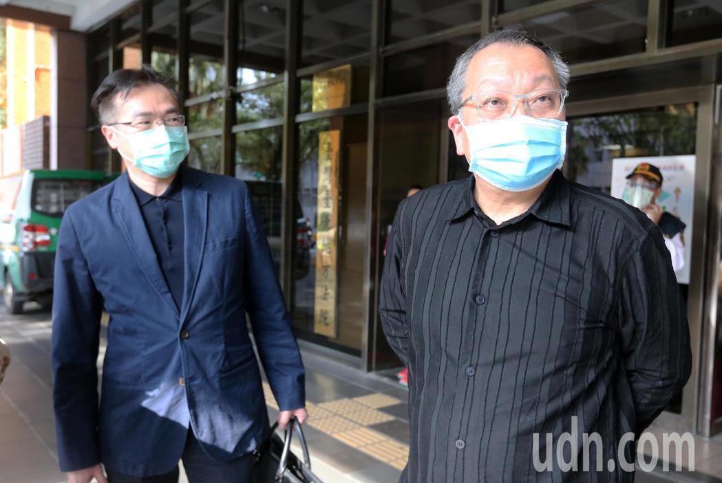 双喜電影公司總經理陳永雄(右)表示,他相信世界是有公義的,也相信台灣是一個維護正...