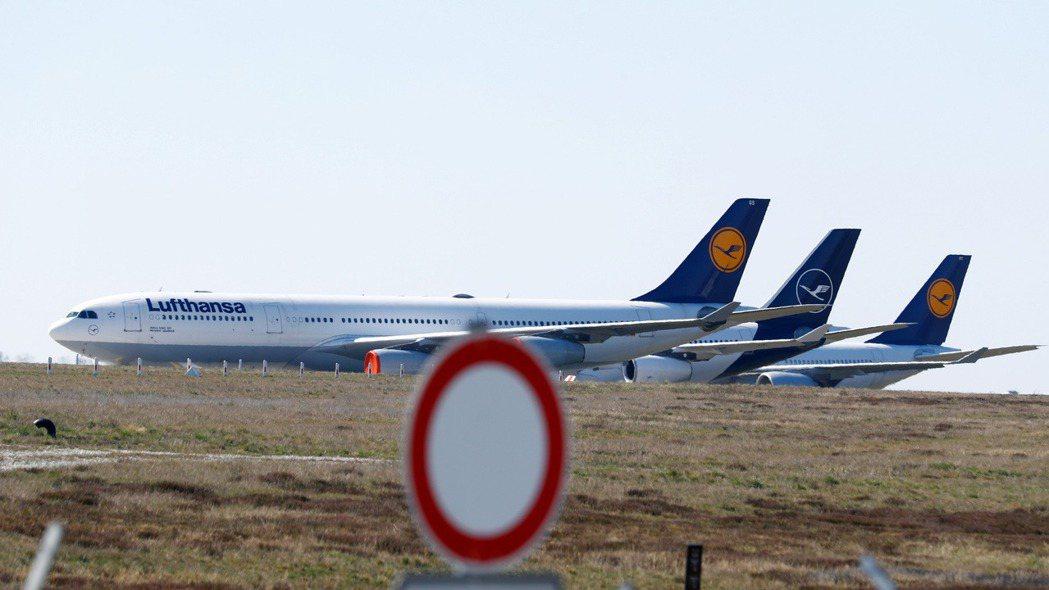 停放在法蘭克福機場的漢莎航空班機。 路透