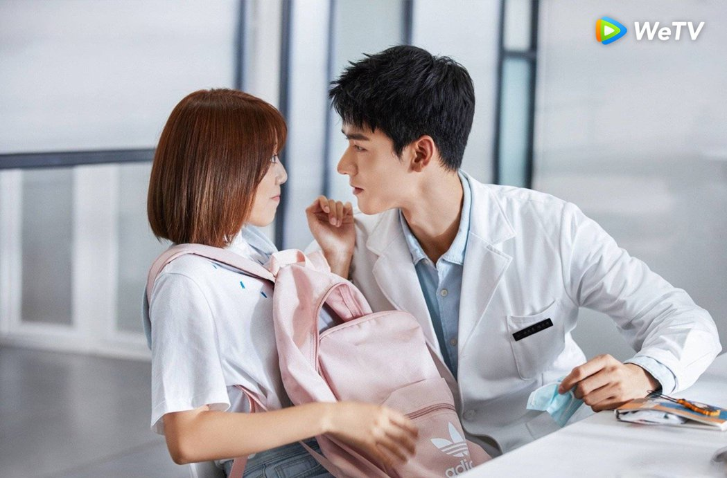 劉人語(左)、龔俊主演「致我們甜甜的小美滿」狂放閃。圖/WeTV提供