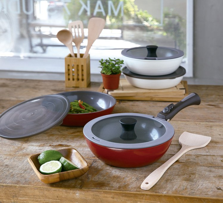 HOLA可拆式陶瓷不沾導磁煎炒鍋5件組,原價3,990元,特價2,690元。圖/...