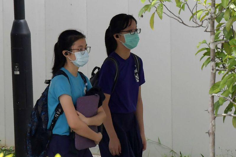 新加坡政府禁止家長每天接送子女到祖父母家。法新社
