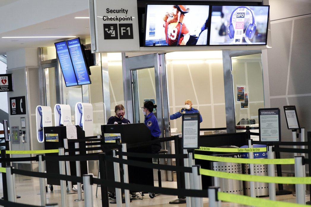 新冠肺炎疫情導致美國航空旅客數銳減。歐新社