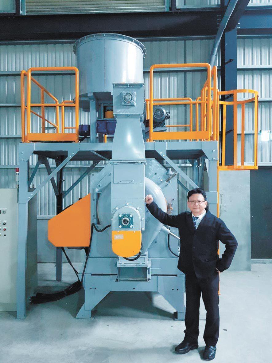 瑋傑科技董事長陳一義表示,國內首座廢塑膠回收再利用合法工廠,即將展現新創環保循環...