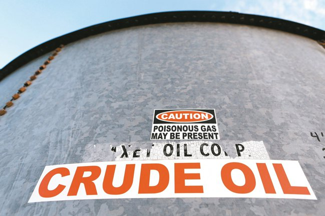 石油輸出國家組織(OPEC)及其產油夥伴國9日同意每天減產1000萬桶石油。 路...