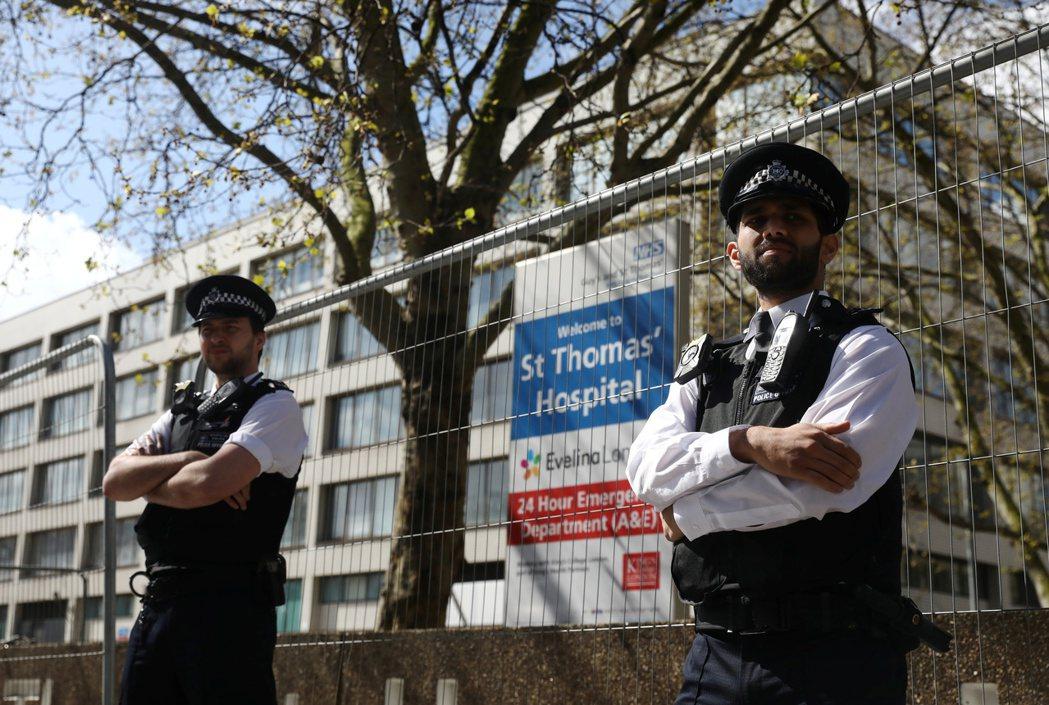 英國首相強生確診後,送入倫敦聖湯瑪士醫院。 圖/路透社