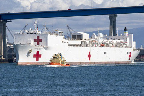 縱橫七海的醫學中心:美國海軍醫療艦對防疫的實質作用