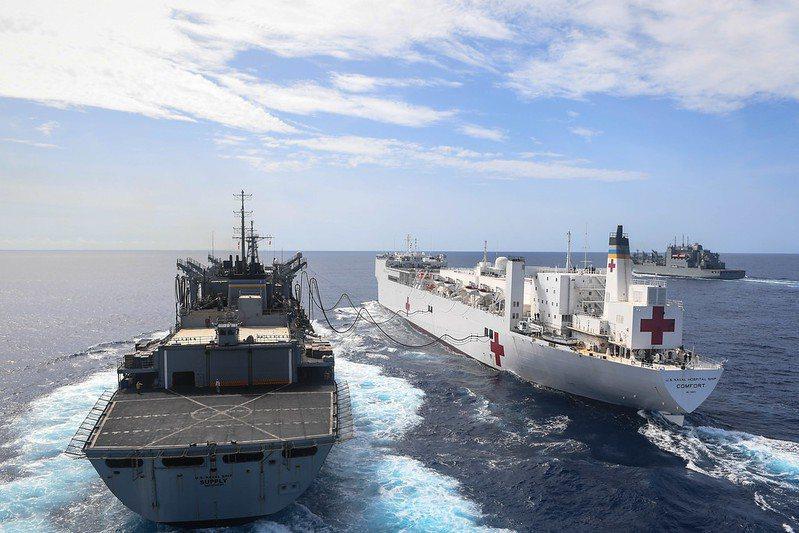 醫療艦具有強大的獨立救護能量,適合用來執行大規模人道救援任務或是應付緊急醫療狀況。 圖/取自美國海軍 flickr