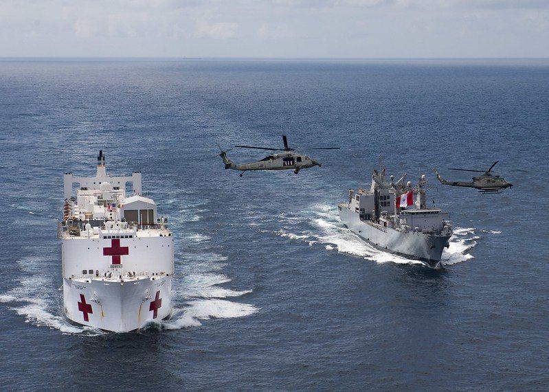 未來新一代的醫療艦設計,將逐步比照軍規標準。圖為安慰號醫療艦。 圖/取自美國海軍 flickr