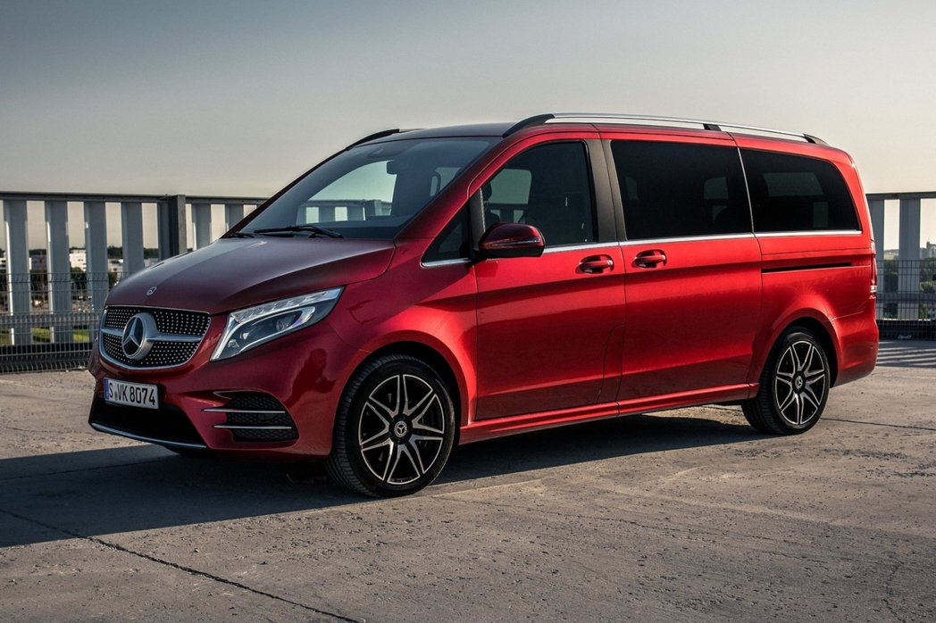 Mercedes-Benz商用車部分在今年前三月共售出64,588輛,與品牌的乘...